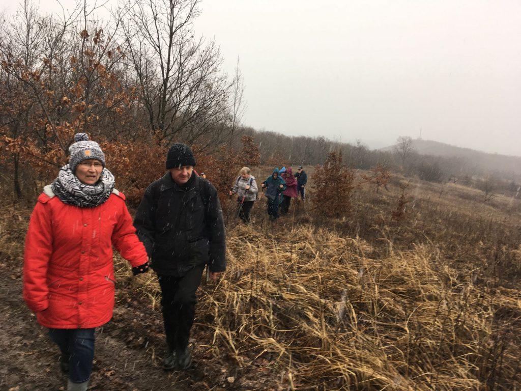 Résztvevők egy csoportja túra közben